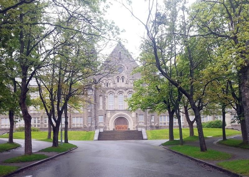 The main entrance at NTNU's Gløshaugen campus